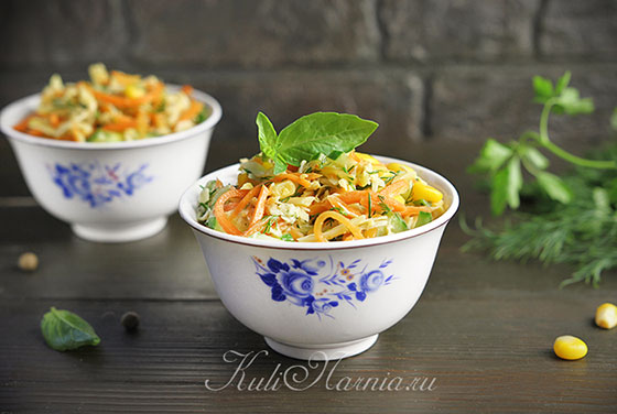 Салат с корейской морковью и курицей готов