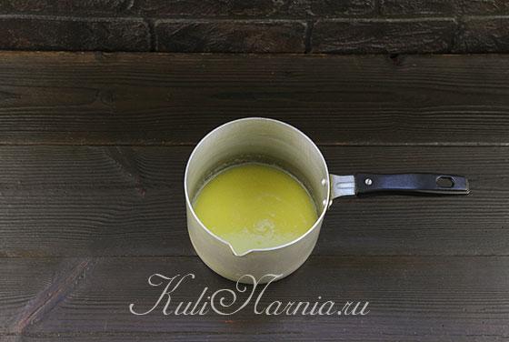 Растапливаем масло в молоке
