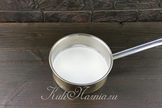 Смешиваем молоко со сливками