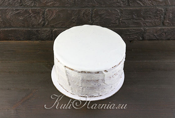 Обмазываем торт кремом со всекх сторон