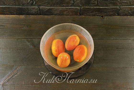 Очищаем помидоры от кожицы