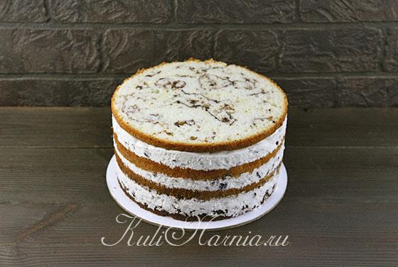 Снимаем с торта кольцо и ленту